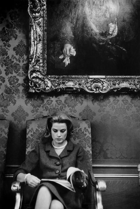 Grace Kelly reads